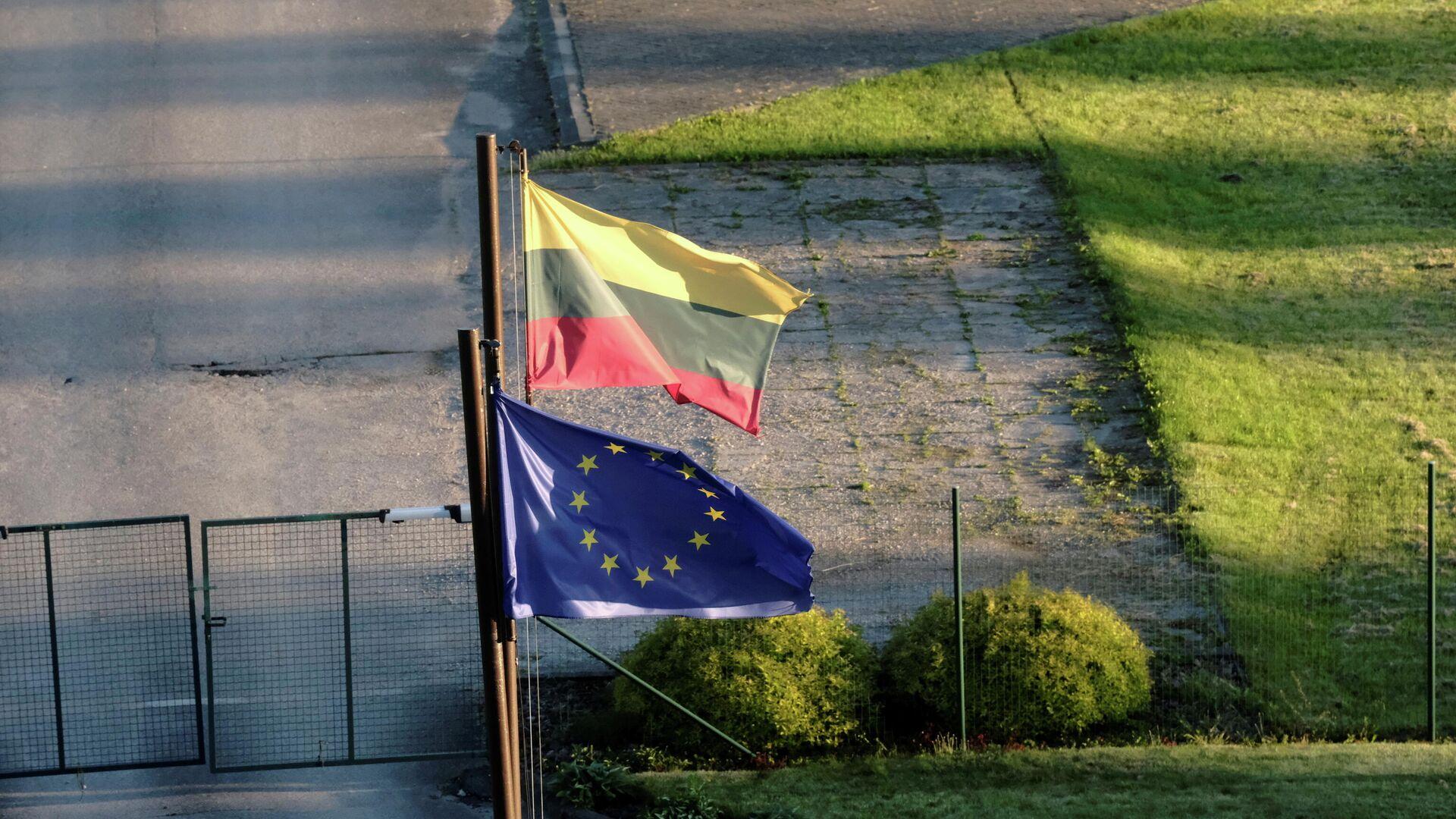 Las banderas de Lituania y la UE - Sputnik Mundo, 1920, 12.07.2021