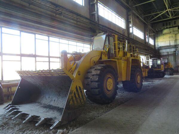 Este es un nuevo desarrollo de la compañía: la pala cargadora PK120. De momento, este tractor con pala se encuentra en fase de pruebas y todavía no está a la venta. - Sputnik Mundo