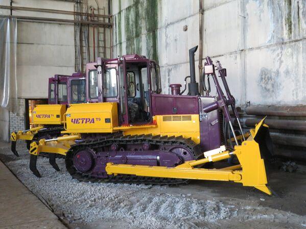 Unas excavadoras T9 aguardan en el patio de la compañía su envío a los compradores. - Sputnik Mundo