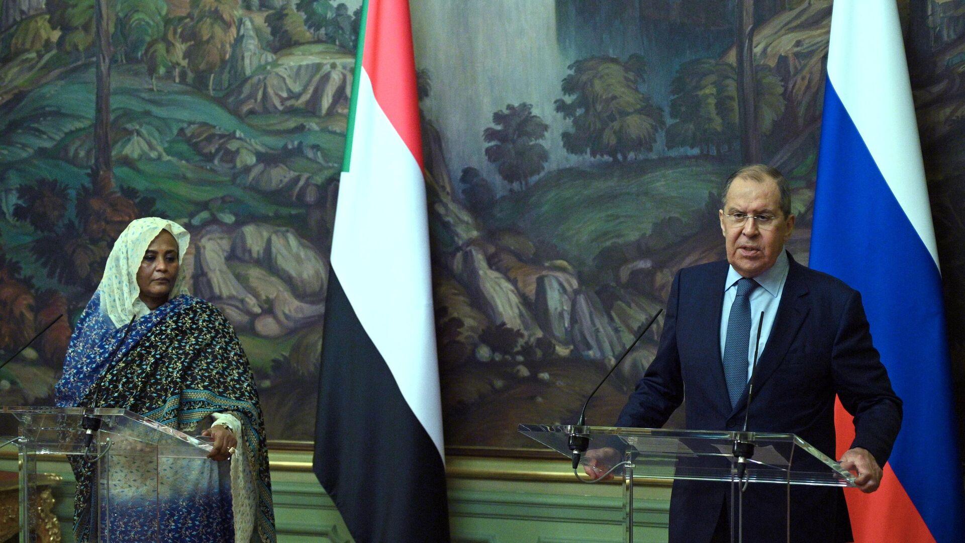 La canciller sudanesa Mariam al Sadiq al Mahdi, y su homólogo ruso Serguéi Lavrov - Sputnik Mundo, 1920, 12.07.2021