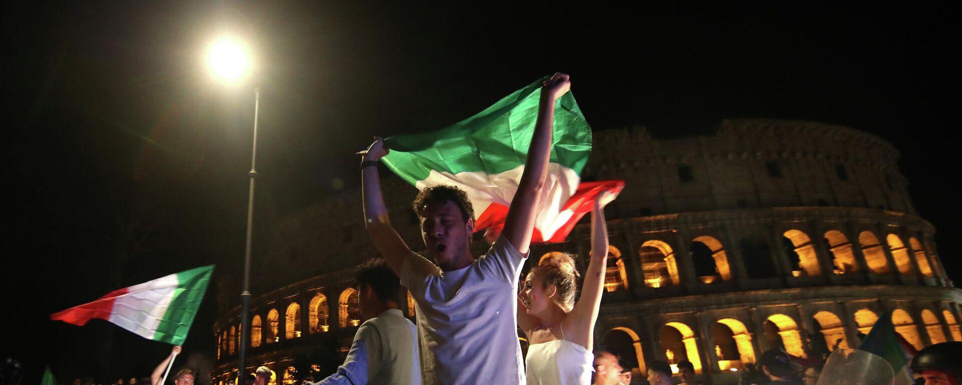 Festejos en Roma tras la victoria de Italia en Eurocopa 2020 - Sputnik Mundo, 1920, 12.07.2021