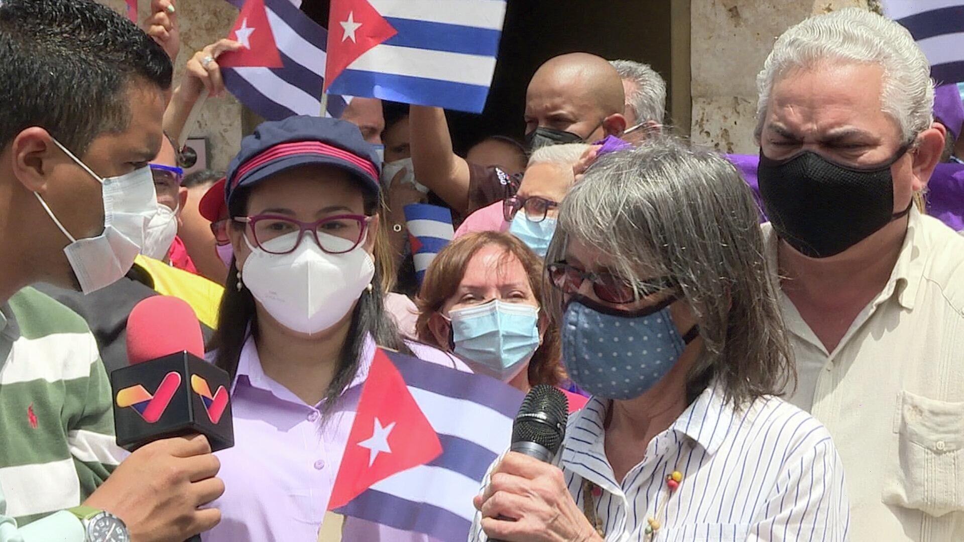 Militantes venezolanos se solidarizan frente a la sede de la embajada de Cuba en Caracas - Sputnik Mundo, 1920, 12.07.2021