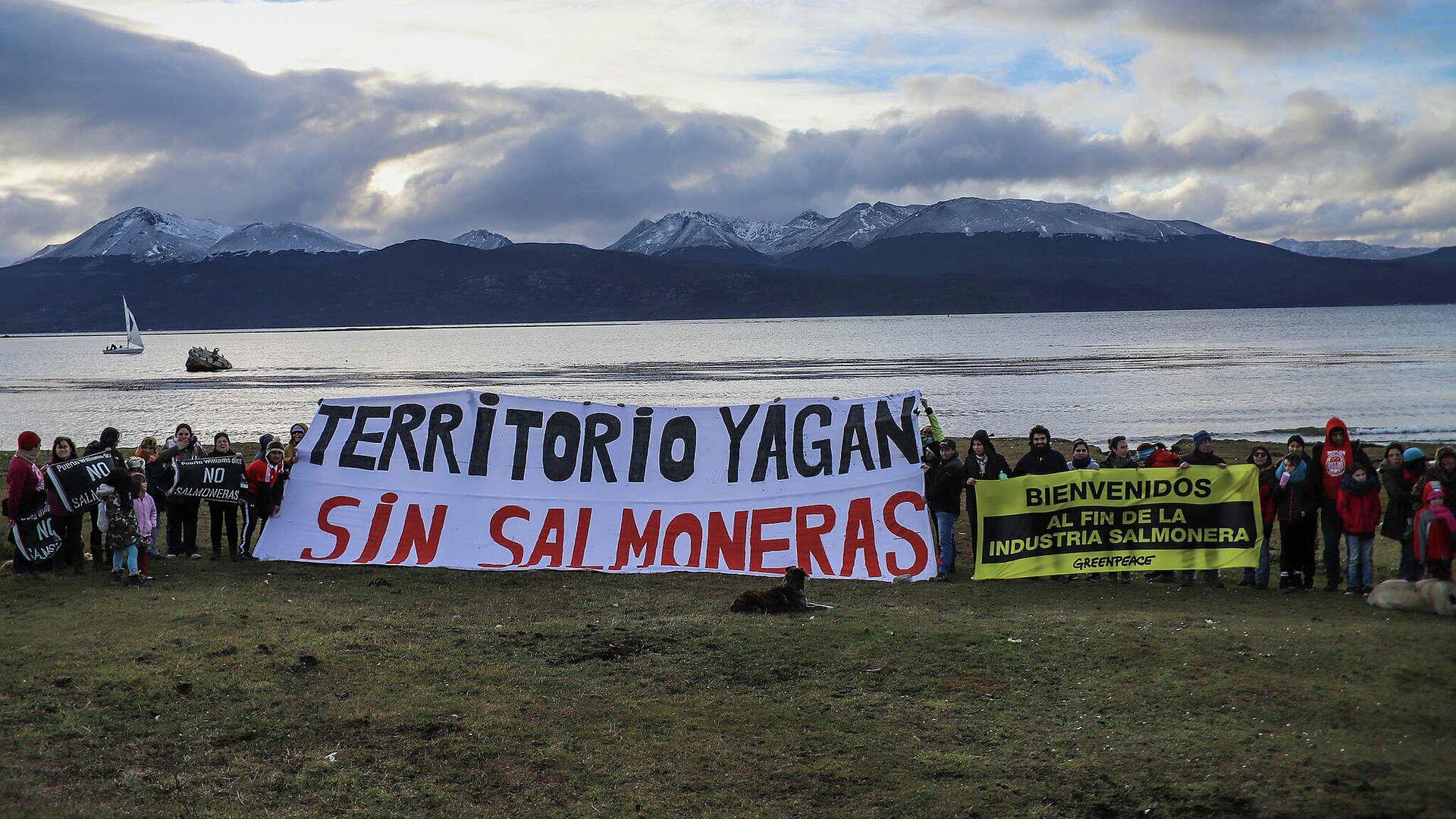 Manifestación contra las salmoneras en Patagonia chilena - Sputnik Mundo, 1920, 12.07.2021