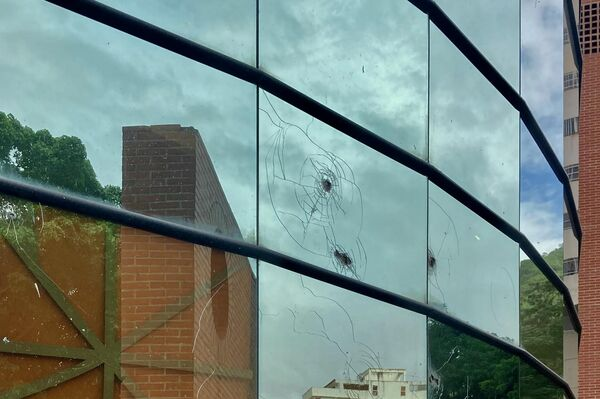 Vidrios rotos en zonas del suroeste de Caracas liberadas por los cuerpos de seguridad de bandas criminales - Sputnik Mundo
