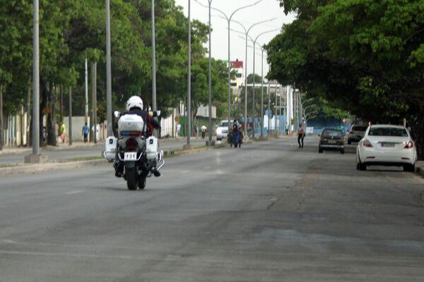 Policía de tránsito en moto, La Habana - Sputnik Mundo