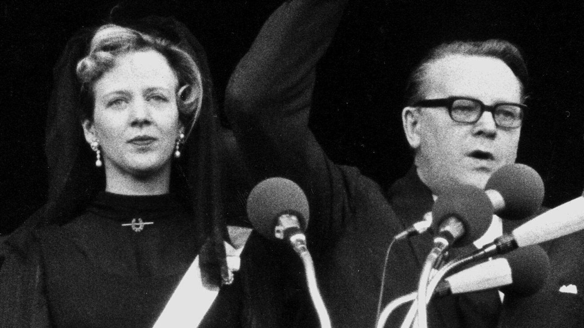 Margarita II es proclamada reina de Dinamarca por el entonces primer ministro del país Jens Otte Krag, el 14 de enero de 1972 - Sputnik Mundo, 1920, 13.07.2021