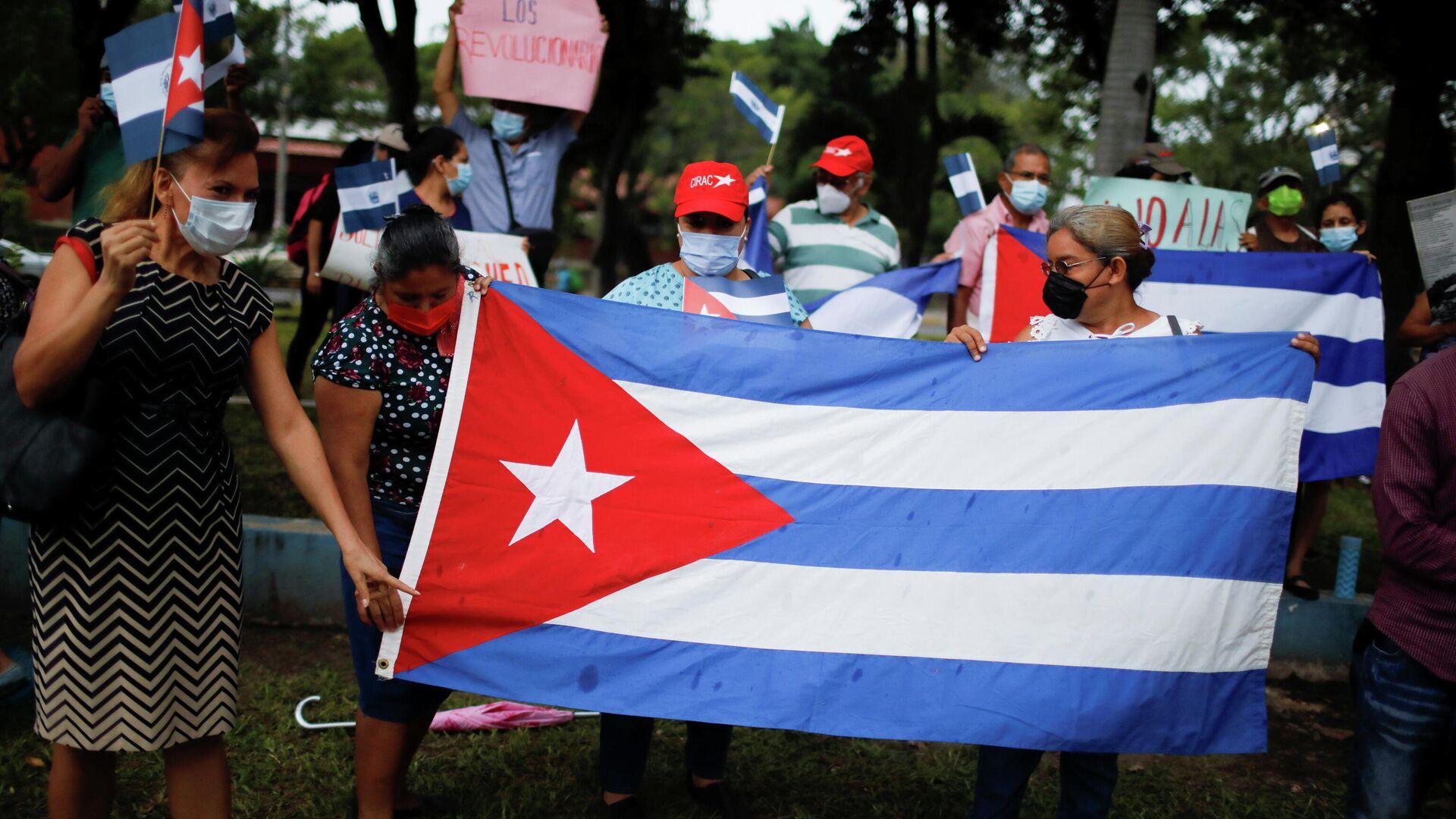 Bandera de Cuba durante las protestas - Sputnik Mundo, 1920, 13.07.2021
