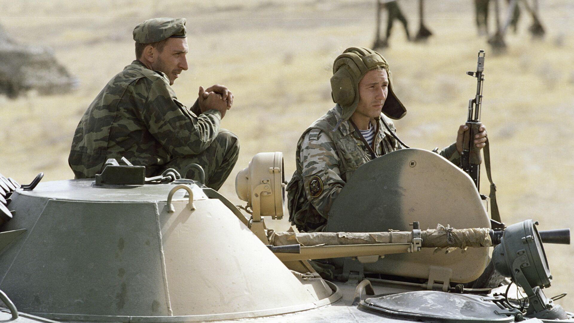 Guardias fronterizos rusos vigilan un tramo de la frontera entre Tayikistán y Afganistán - Sputnik Mundo, 1920, 27.07.2021