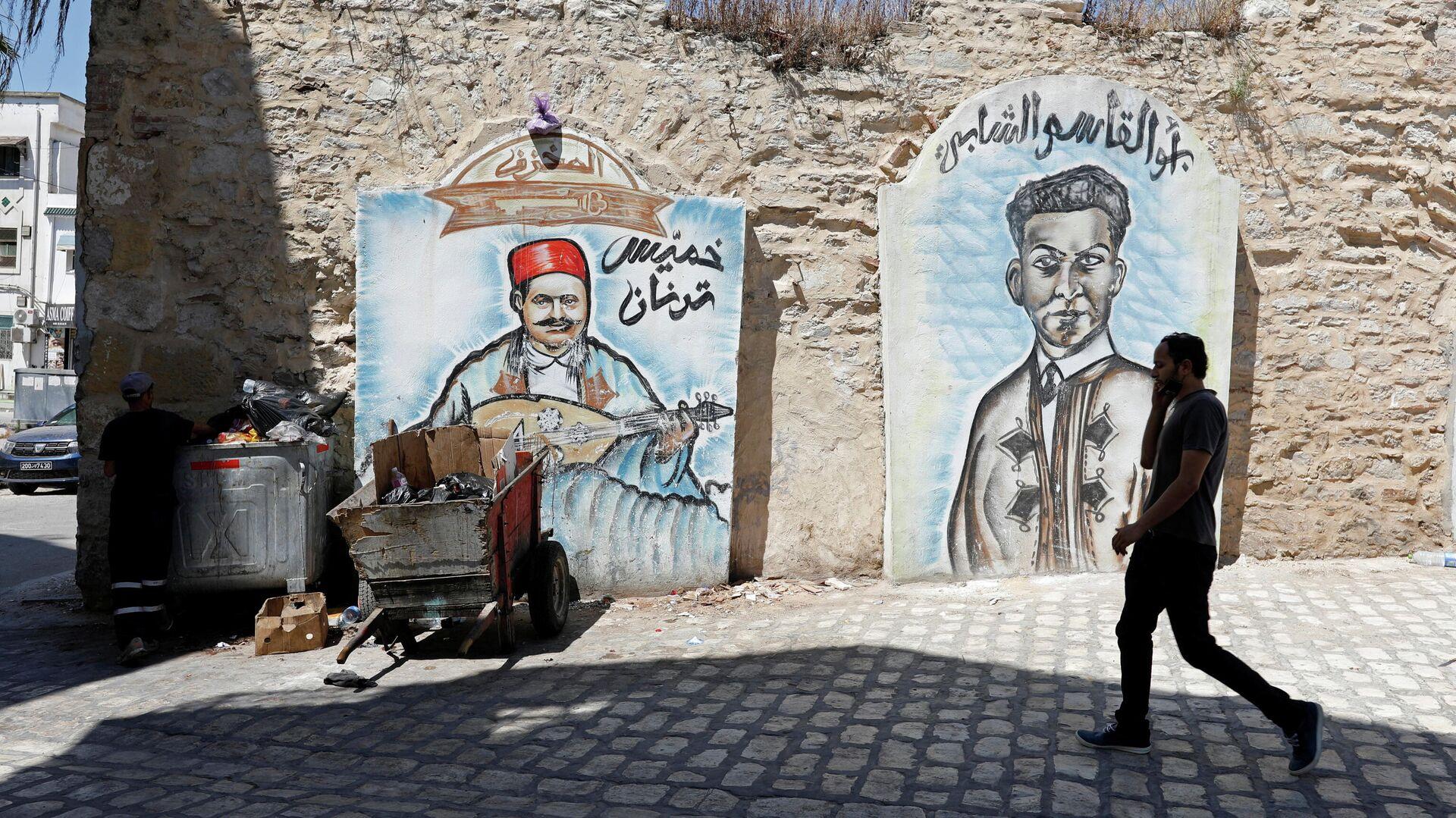 Un hombre en una de las calles cerca de la Ciudad Vieja de Túnez - Sputnik Mundo, 1920, 14.07.2021