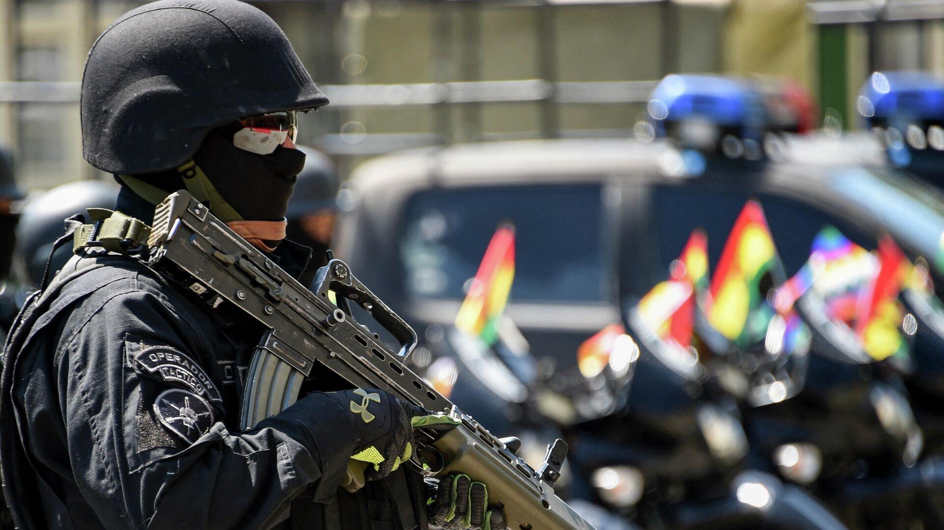 Un miembro de la unidad antiterrorista de la Policía de Bolivia - Sputnik Mundo, 1920, 14.07.2021