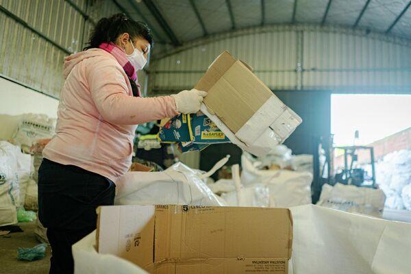 Organizados en más de 70 cooperativas, más de 200.000 trabajadores de la Faccyr recolectan 10.000 toneladas de materiales - Sputnik Mundo