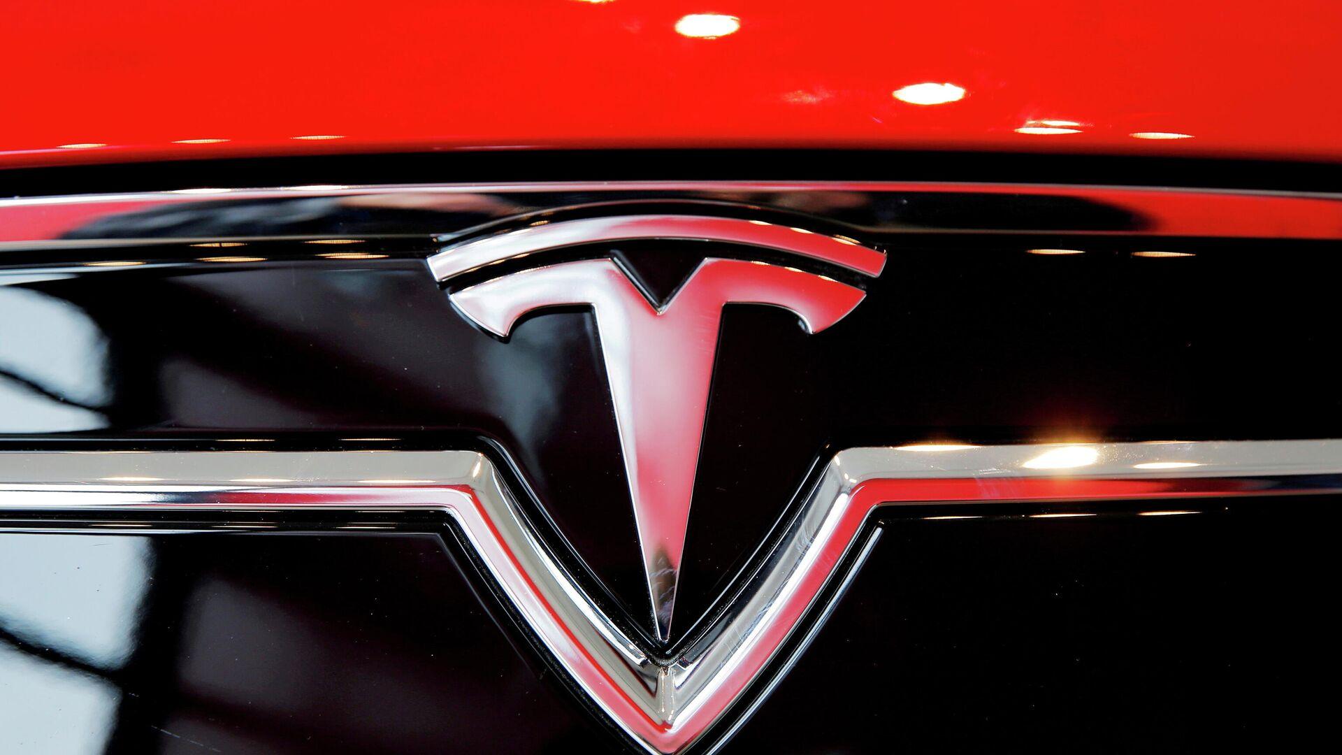 El logotipo de Tesla - Sputnik Mundo, 1920, 14.07.2021