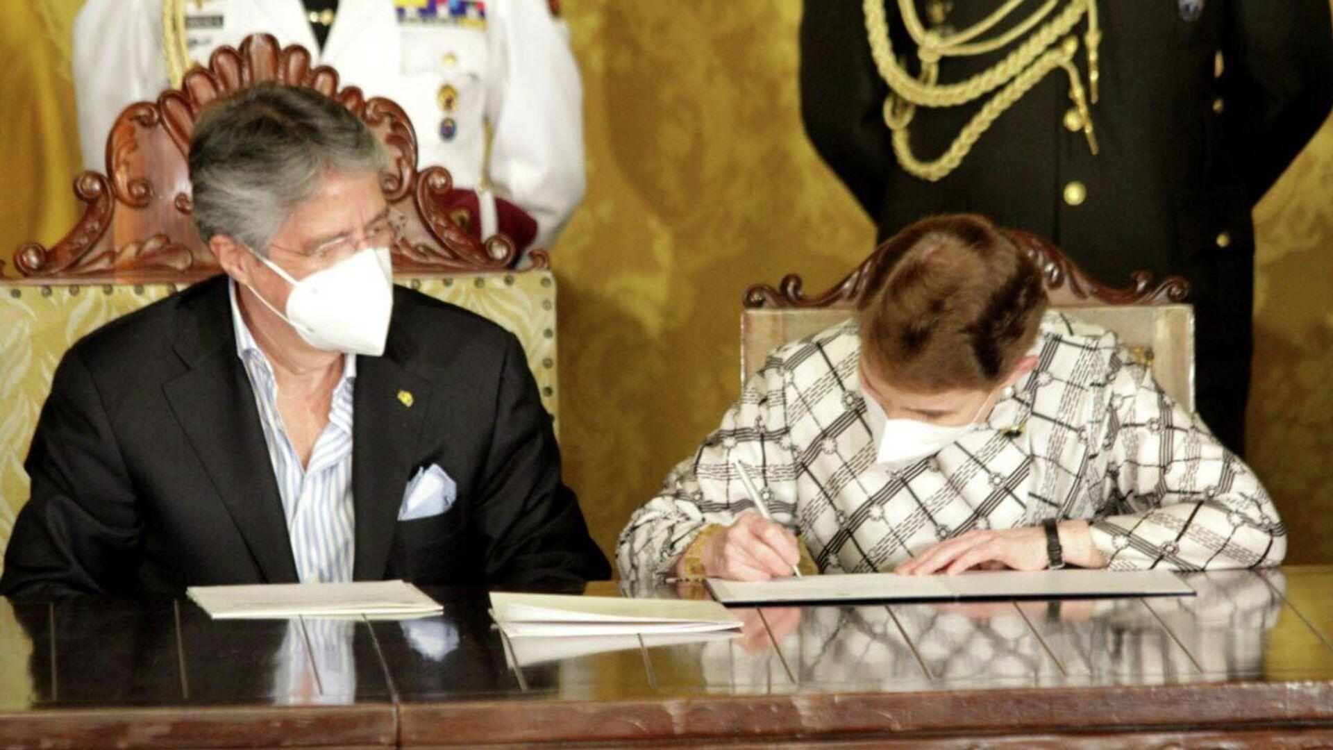 El presidente de Ecuador, Guillermo Lasso, posesionando a Alexandra Vela como nueva ministra de Gobierno de Ecuador - Sputnik Mundo, 1920, 15.07.2021