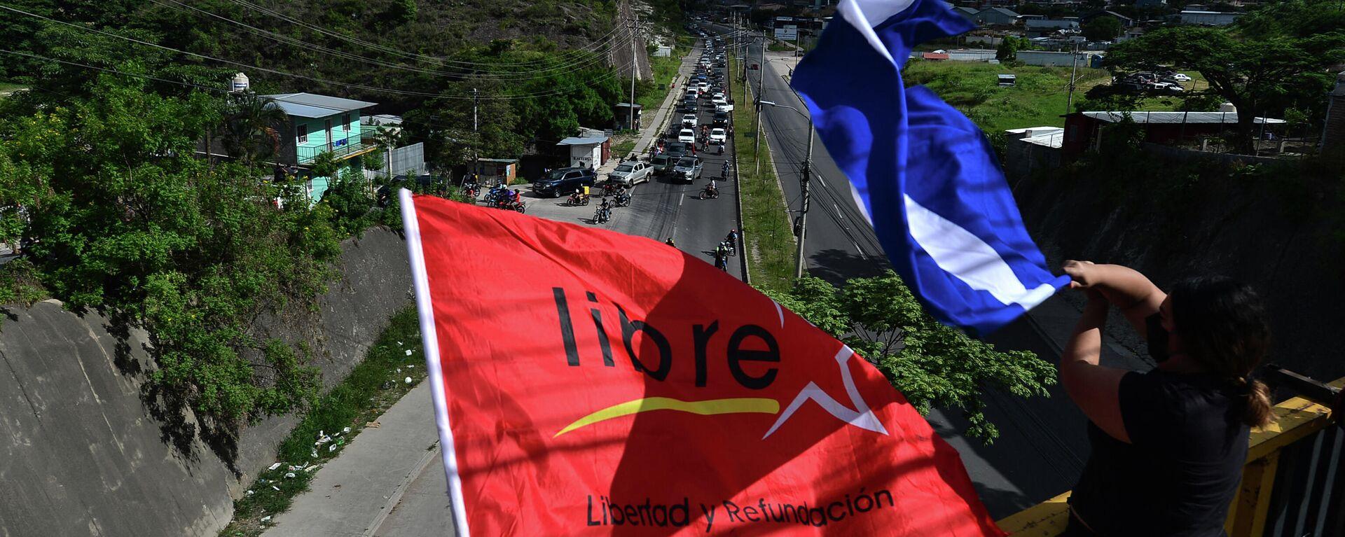 La bandera del Partido Libertad y Refundación (Libre, izquierda) en Honduras - Sputnik Mundo, 1920, 15.07.2021