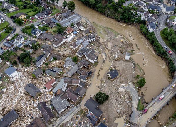 Unas casas destruidas por una catastrófica inundación en la ciudad alemana de Schuld. - Sputnik Mundo
