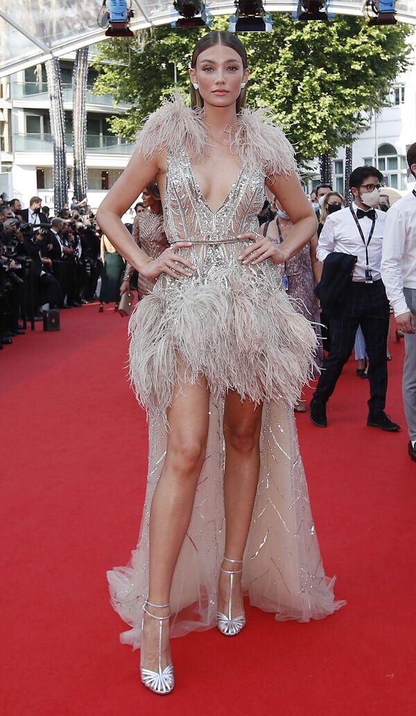 La modelo Lorena Rae, en la alfombra roja del Festival de Cannes. - Sputnik Mundo