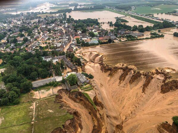 Un deslizamiento de tierra en Erftstadt-Blessem, en la región de Renania del Norte-Westfalia. - Sputnik Mundo