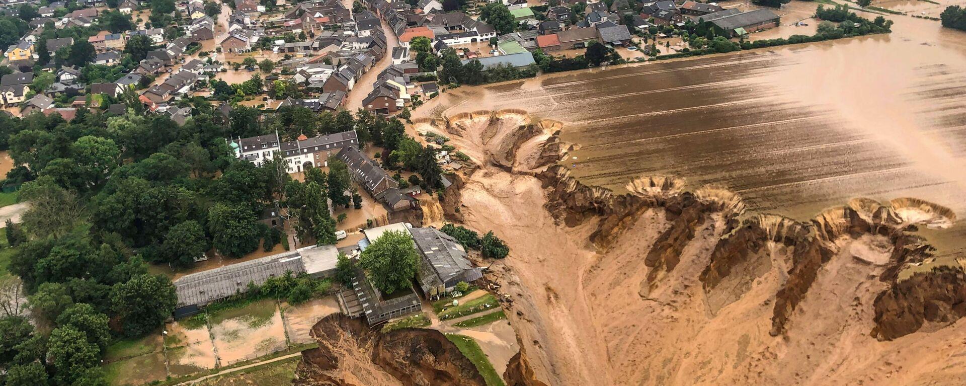 Площадь после наводнения в Эрфтштадт-Блессеме, Германия - Sputnik Mundo, 1920, 16.07.2021