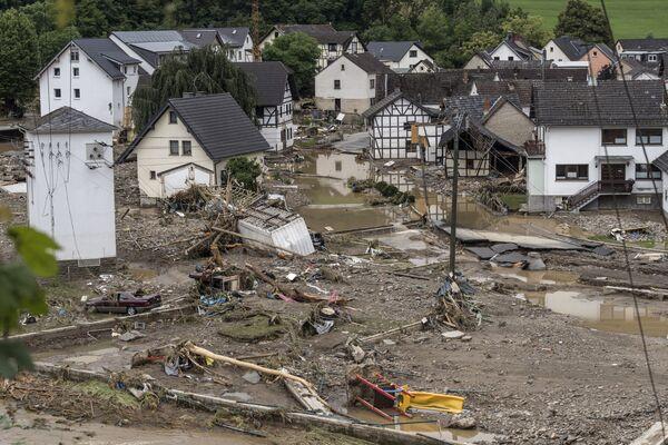 Miles de personas han sido evacuadas, mientras que cientos de miles de viviendas se quedaron sin electricidad. Varios pueblos quedaron aislados debido a los deslizamientos de tierra e inundaciones en las carreteras. - Sputnik Mundo