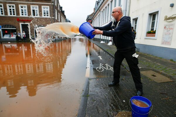 Una calle inundada en Erftstadt. - Sputnik Mundo