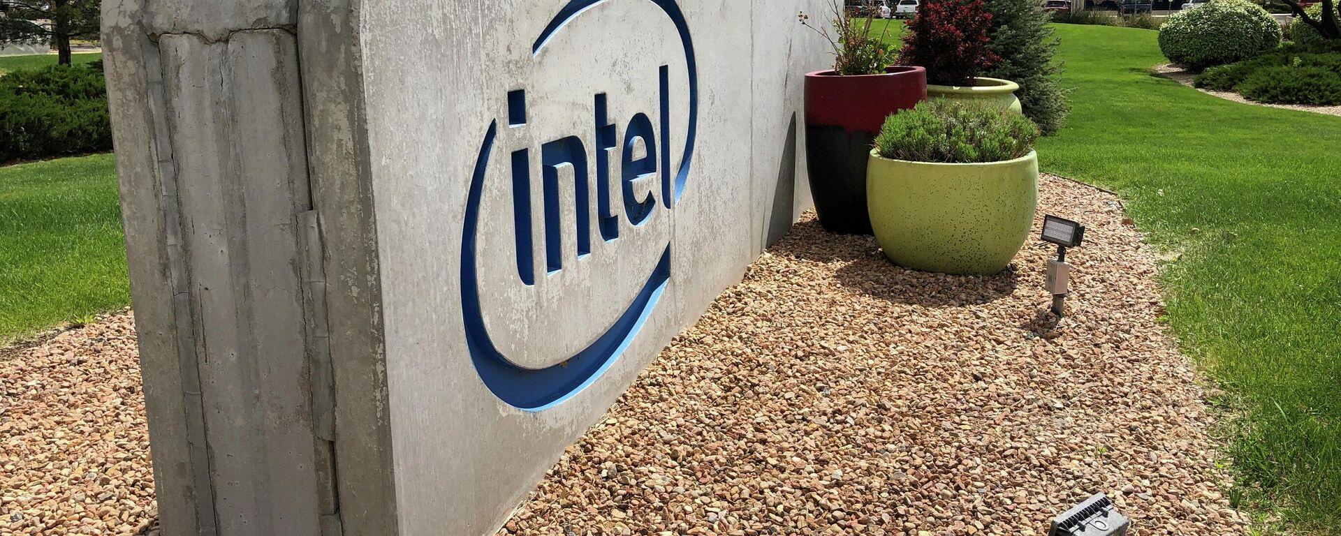 Logo del gigante tecnológico Intel en el campus de Rio Rancho (Nuevo México) - Sputnik Mundo, 1920, 17.07.2021