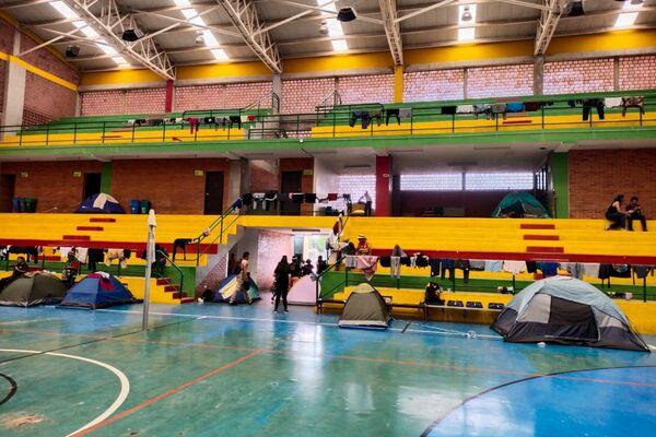 Campamentos de la Guardia Indígena del suroccidente de Colombia en escenarios deportivos de la Universidad Industrial de Santander (UIS). Bucaramanga, donde se encuentra la UIS, es una de las paradas de un centenar de personas que se dirige a Bogotá, con el fin de participar en las marchas convocadas para el 20 de julio. - Sputnik Mundo