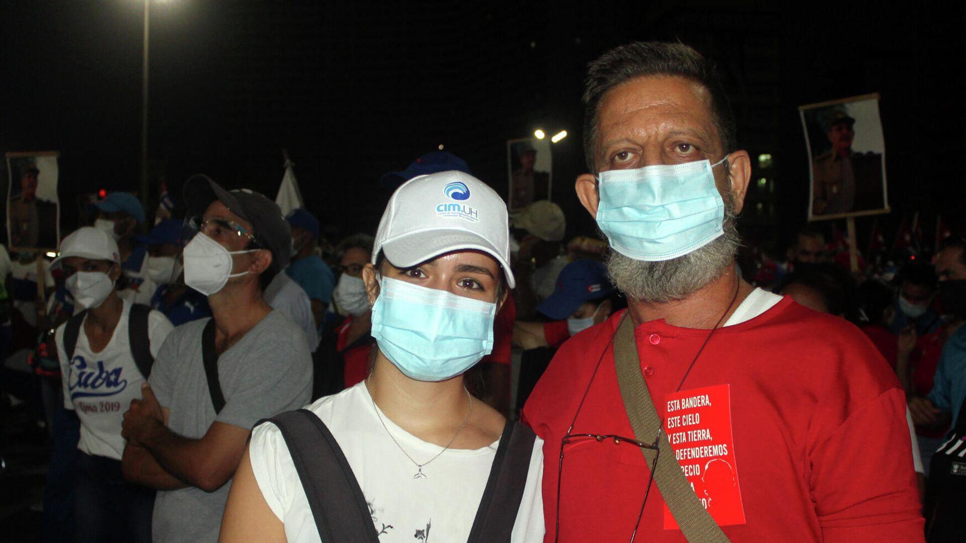 Eduardo Alberto y su hija, durante una manifestación de apoyo al Gobierno de Cuba - Sputnik Mundo, 1920, 18.07.2021