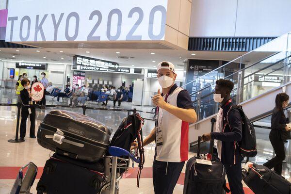 La selección olímpica francesa de fútbol en el aeropuerto de Narita. - Sputnik Mundo