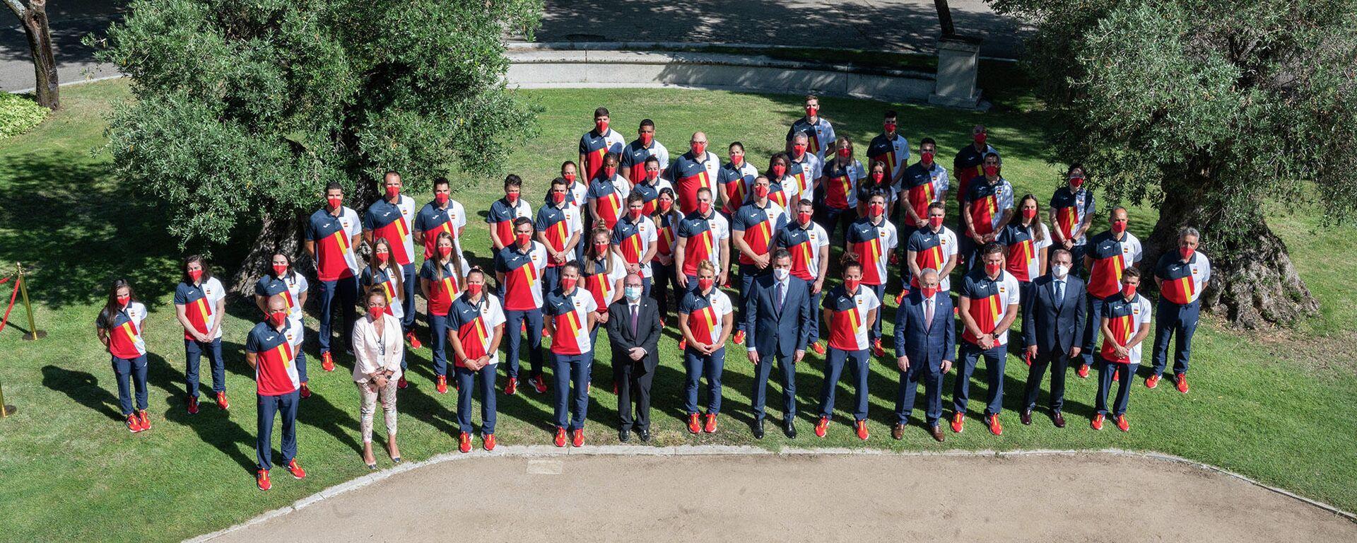 El presidente del Gobierno, Pedro Sánchez, despidiendo a una representación de deportistas españoles antes de viajar a Tokio - Sputnik Mundo, 1920, 19.07.2021