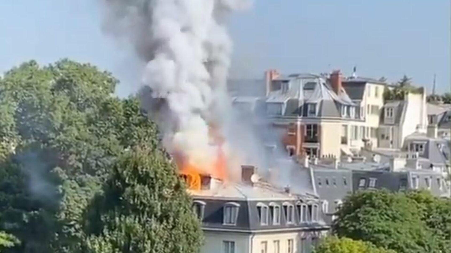 Un incendio en un edificio en el séptimo distrito de París, junto al Hotel de Matignon - Sputnik Mundo, 1920, 20.07.2021
