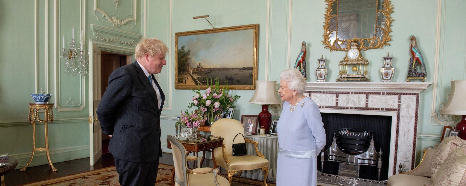 El primer ministro británico, Boris Johnson, se reúne con la reina Isabel II - Sputnik Mundo, 1920, 20.07.2021