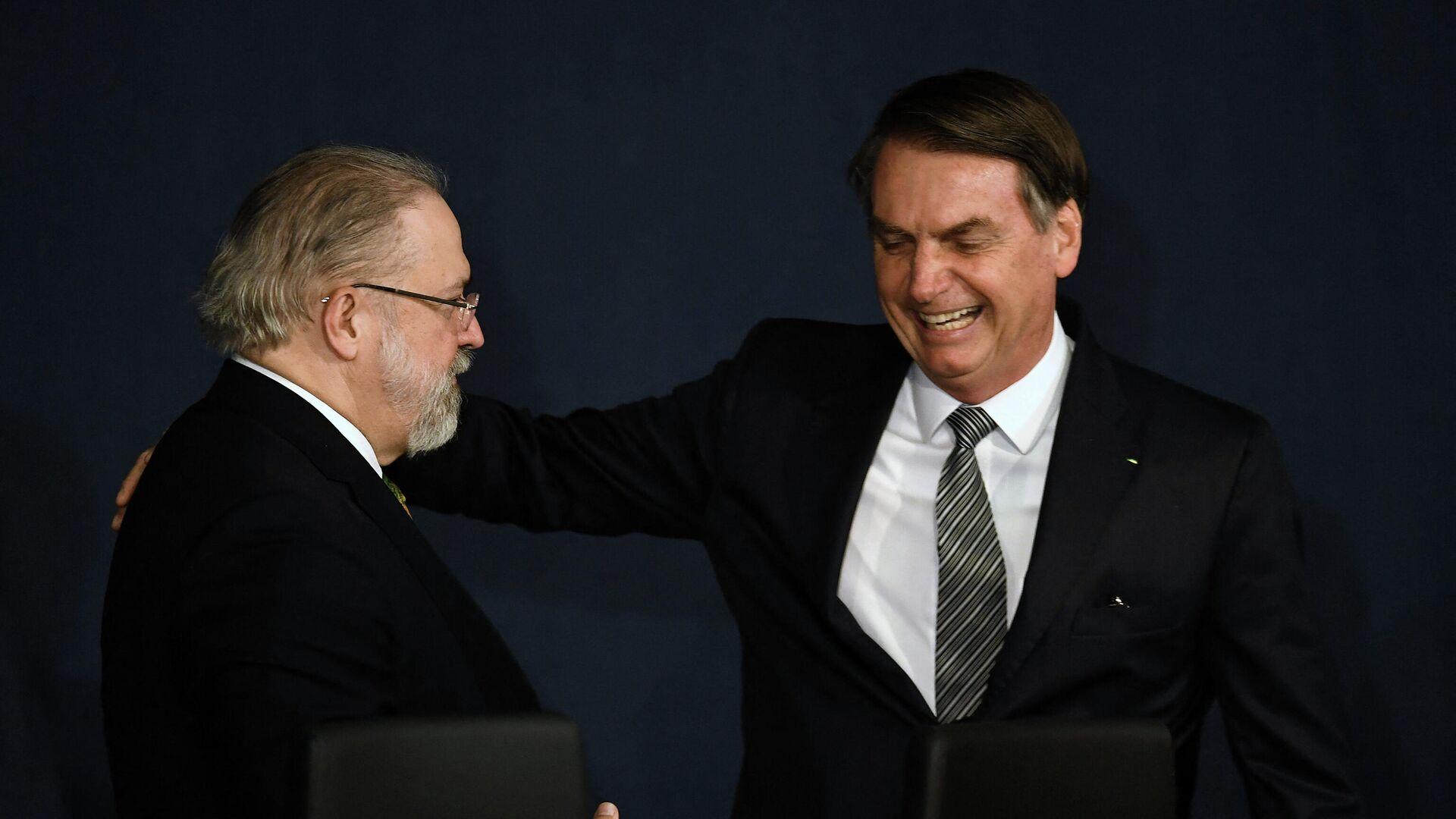 El procurador general de Brasil, Augusto Aras, junto al presidente brasileño Jair Bolsonaro - Sputnik Mundo, 1920, 20.07.2021