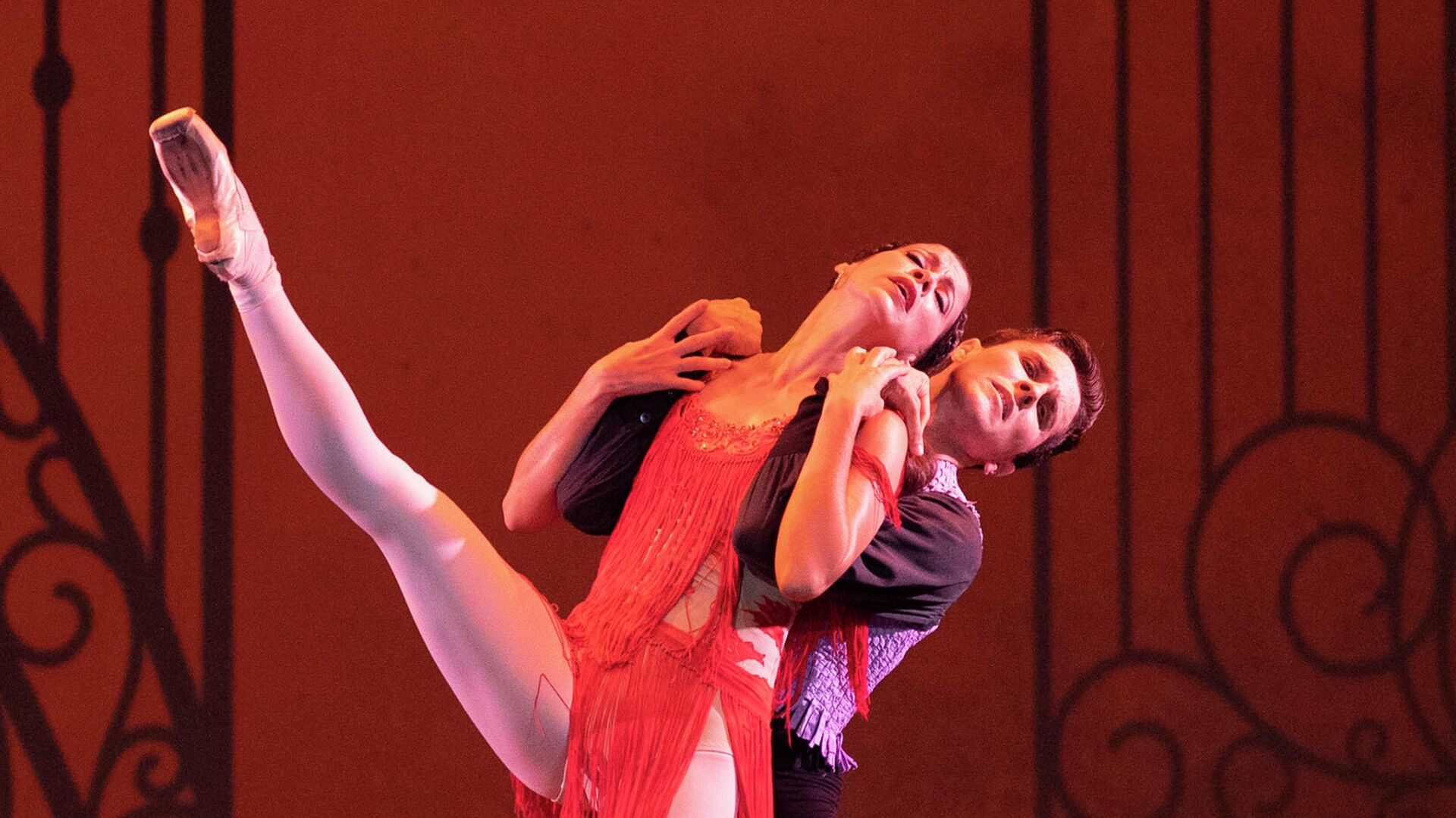 Los primeros bailarines Anette Delgado y Dani Hernández durante su interpretación del ballet 'Carmen' - Sputnik Mundo, 1920, 21.07.2021