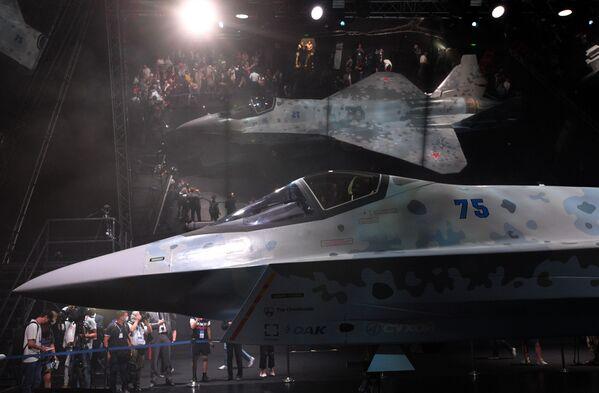 El avión se presenta en el mercado internacional bajo el nombre Checkmate, pero en Rusia, lo más probable, es que se llame Su-75. - Sputnik Mundo