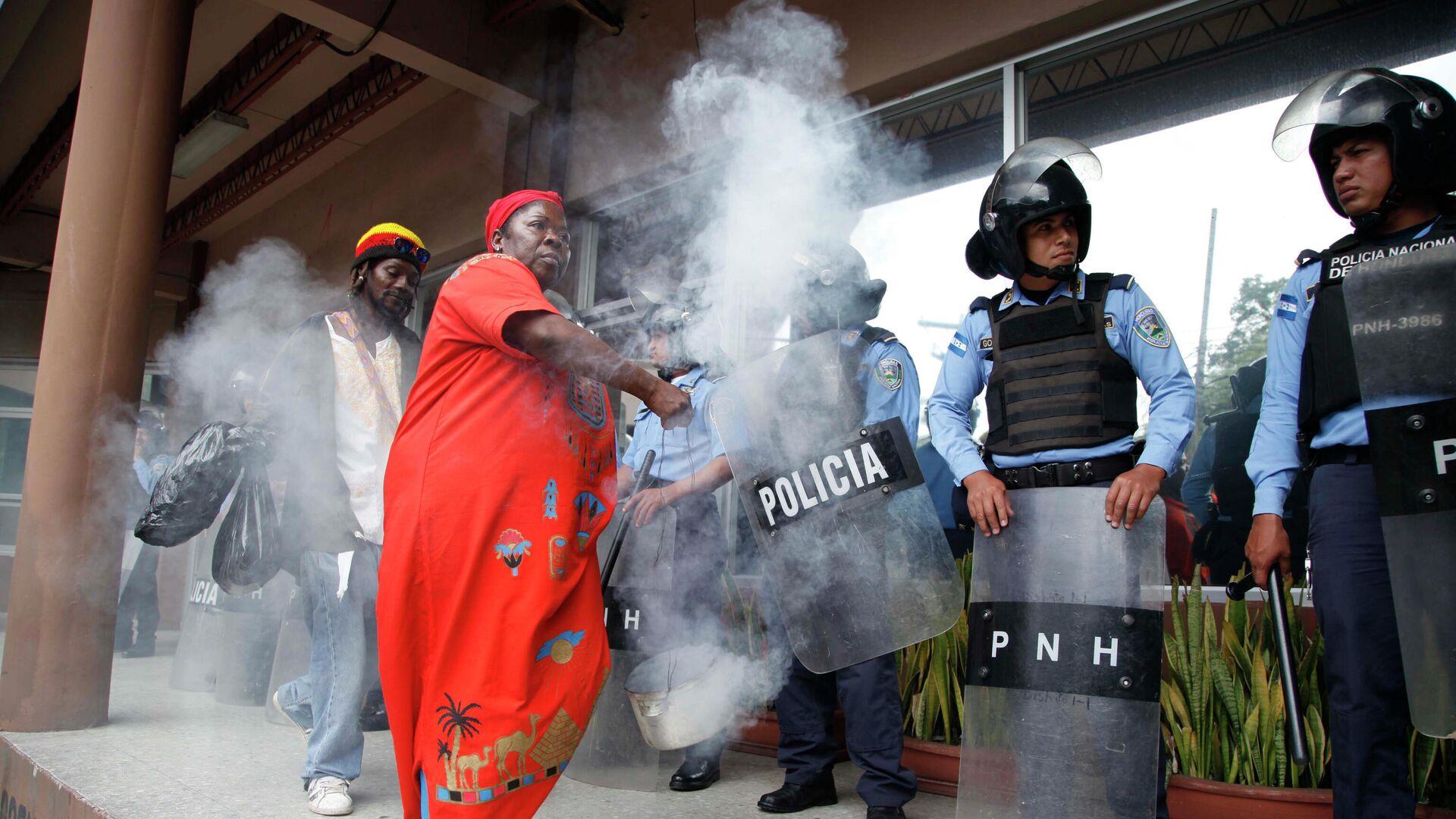 Garífunas realizan ritual frente a policías en Honduras - Sputnik Mundo, 1920, 21.07.2021