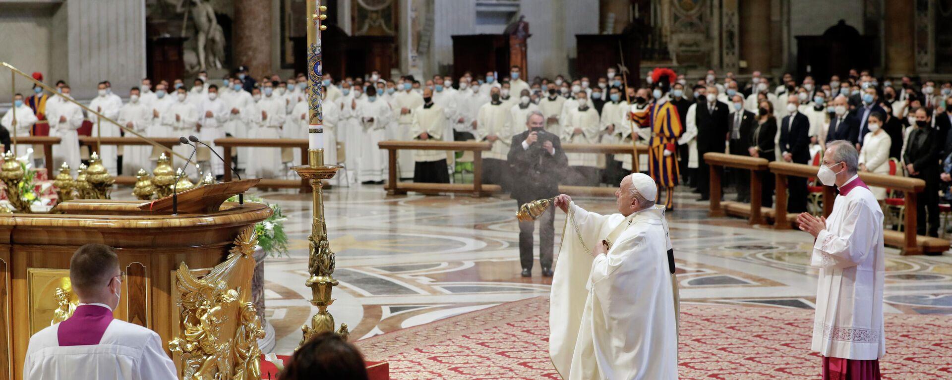Papa Francisco en la misa en la Catedrál de San Pedro en el Vaticano - Sputnik Mundo, 1920, 22.07.2021