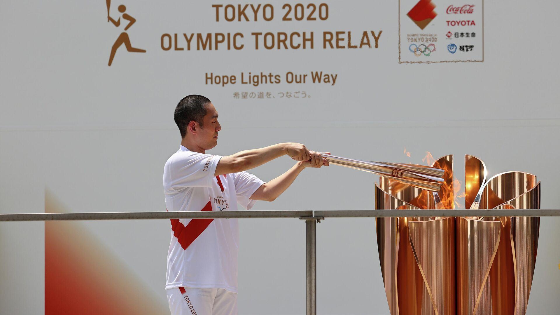 El actor de kabuki Nakamura Kankuro con la antorcha olímpica - Sputnik Mundo, 1920, 23.07.2021