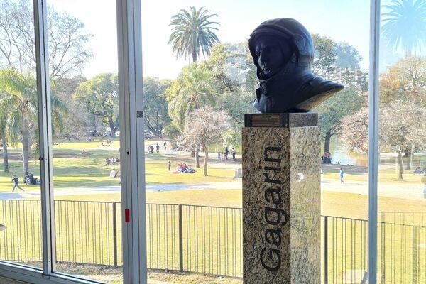 Busto de Yuri Gagarinen el Planetario de Buenos Aires - Sputnik Mundo