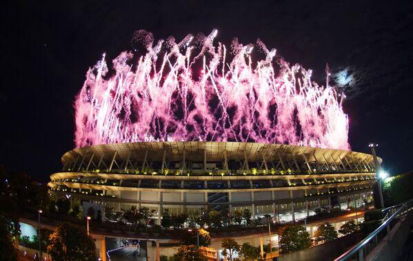 Fuegos artificiales sobre el Estadio Olímpico Nacional en la ceremonia de apertura de los XXXII Juegos Olímpicos de Verano en Tokio. - Sputnik Mundo