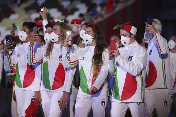 La selección italiana durante la ceremonia de apertura en el Estadio Olímpico. - Sputnik Mundo