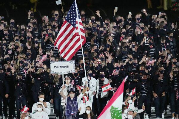 Los atletas estadounidenses desfilan durante la ceremonia de apertura. - Sputnik Mundo