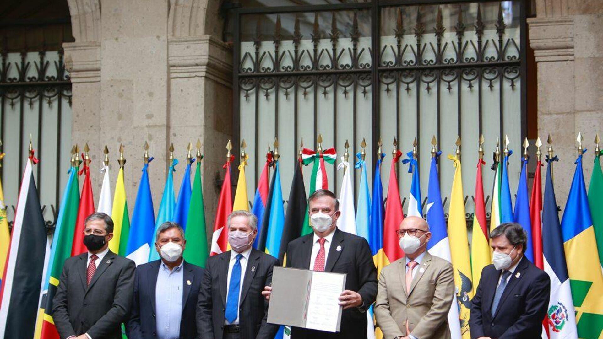 Los cancilleres con el convenio constitutivo de la Agencia Latinoamericana y Caribeña del Espacio - Sputnik Mundo, 1920, 24.07.2021