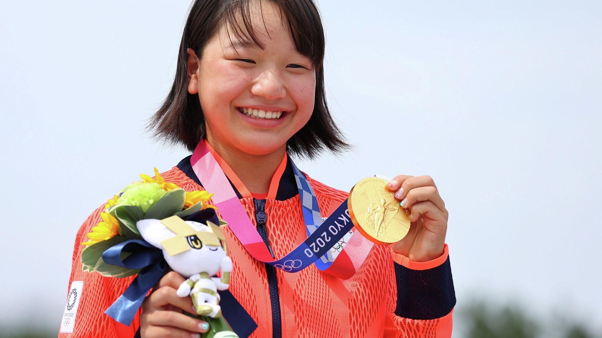 La japonesa Momiji Nishiya, primera campeona olímpica de skateboarding en la prueba de Street femenino - Sputnik Mundo, 1920, 26.07.2021