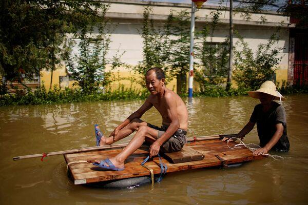 Unas 876.000 hectáreas de tierras agrícolas quedaron bajo el agua. En la foto: las consecuencias de las inundaciones en Xinxiang, provincia de Henan. - Sputnik Mundo