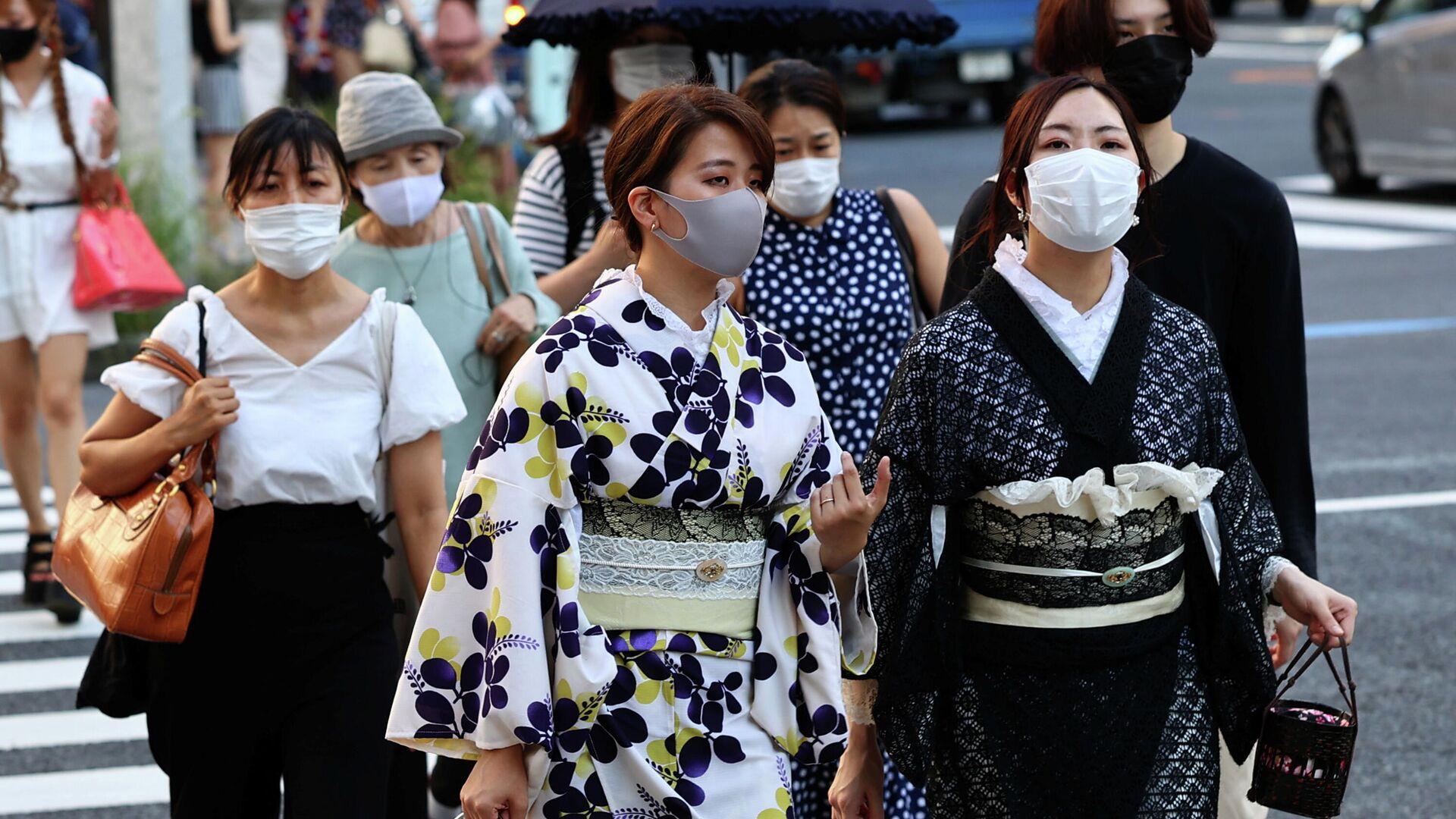 Las japonesas en vestidos tradicionales en Tokio - Sputnik Mundo, 1920, 27.07.2021