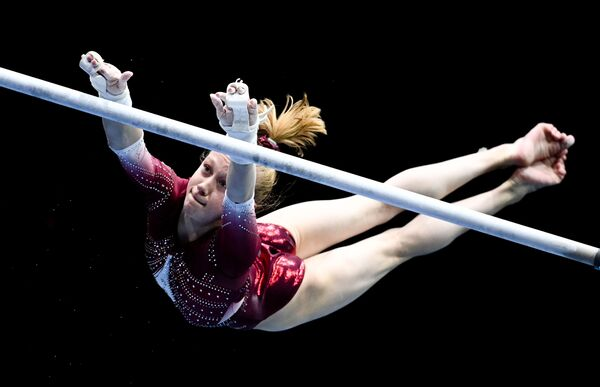 La gimnasta rusa Viktoria Listunova, de 16 años. - Sputnik Mundo