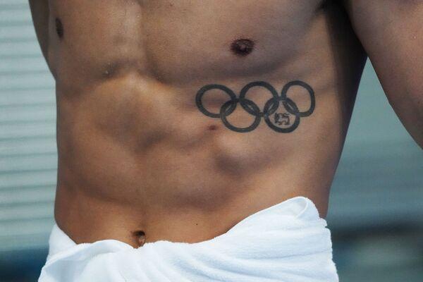Un nadador antes de la competencia en el Centro Acuático de Tokio. - Sputnik Mundo