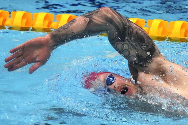 El nadador británico Adam Peaty, durante una sesión de entrenamiento en el Centro Acuático de Tokio. - Sputnik Mundo