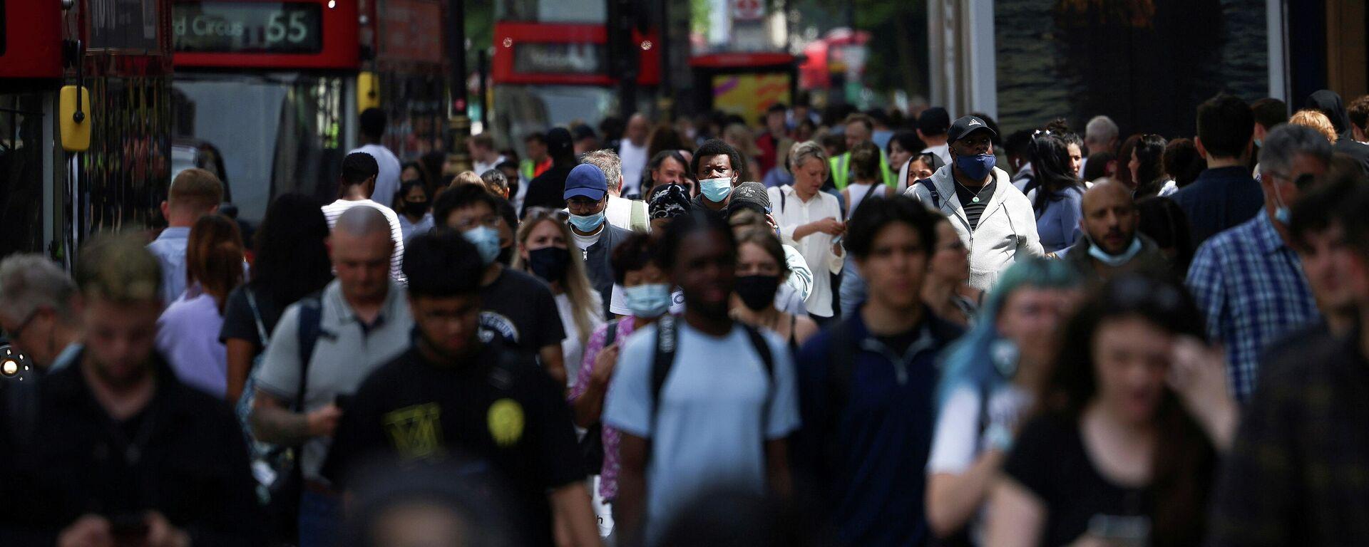 Peatones en Londres durante la pandemia de coronavirus - Sputnik Mundo, 1920, 27.07.2021