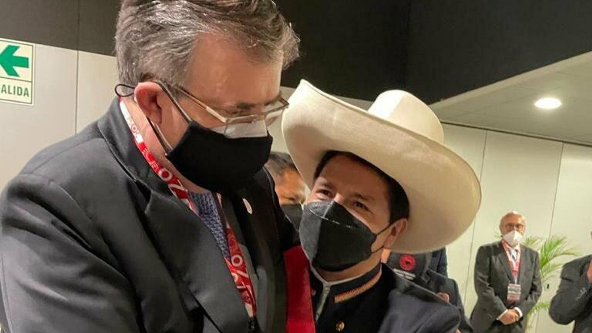 El canciller mexicano, Marcelo Ebrard, junto al nuevo presidente de Perú, Pedro Castillo - Sputnik Mundo, 1920, 29.07.2021